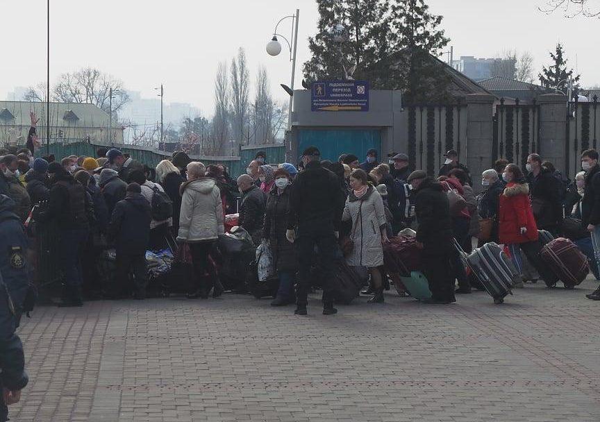 Спецпотягом з Москви до Києва прибули понад 700 українців. ФОТО