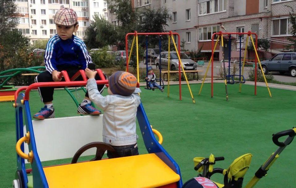 Волинська лікарка пояснила, як і де можна гуляти дітям під час карантину