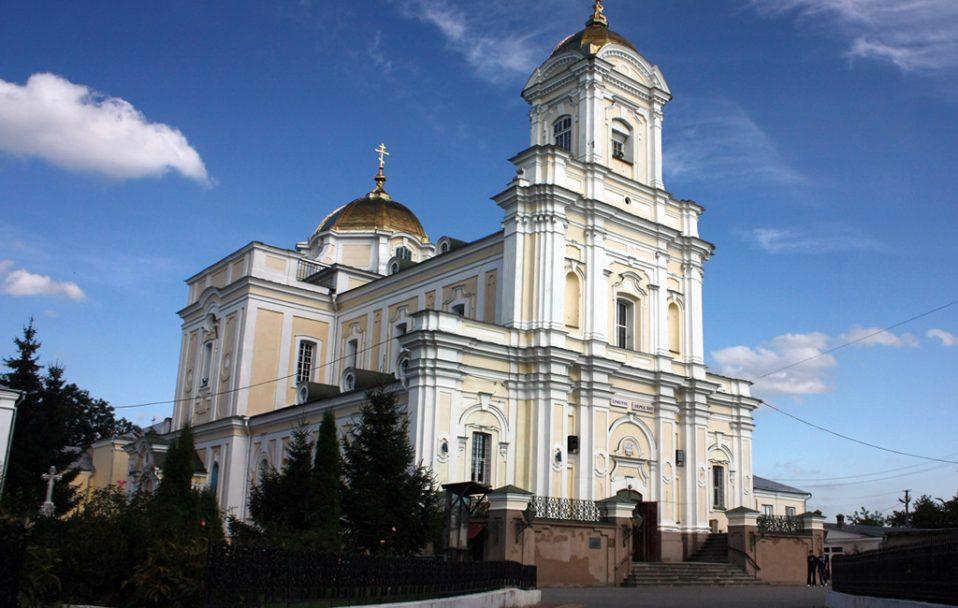 Не більше 10 людей у храмі: Свято-Троїцький собор в Луцьку вводить нові правила