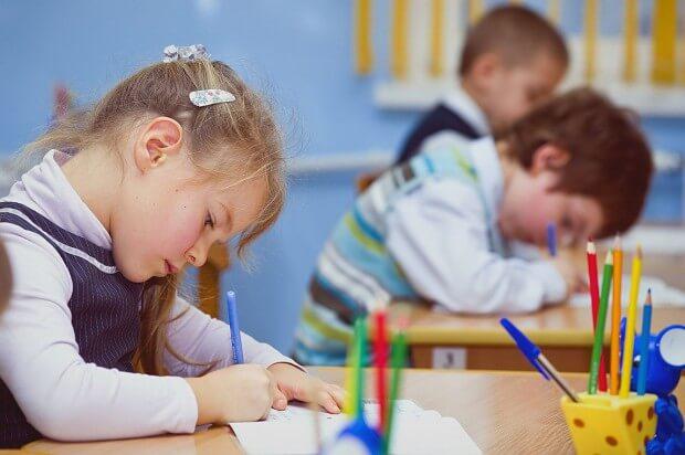 В Україні школам дозволили не ставити оцінки з деяких предметів