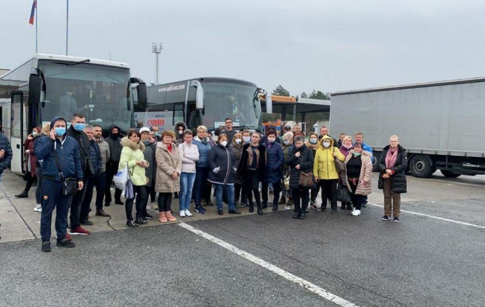 Словенські прикордонники не пропустили автобуси з українцями, які поверталися з Італії додому