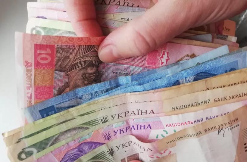Українським медикам обіцяють підняти зарплату вже з квітня