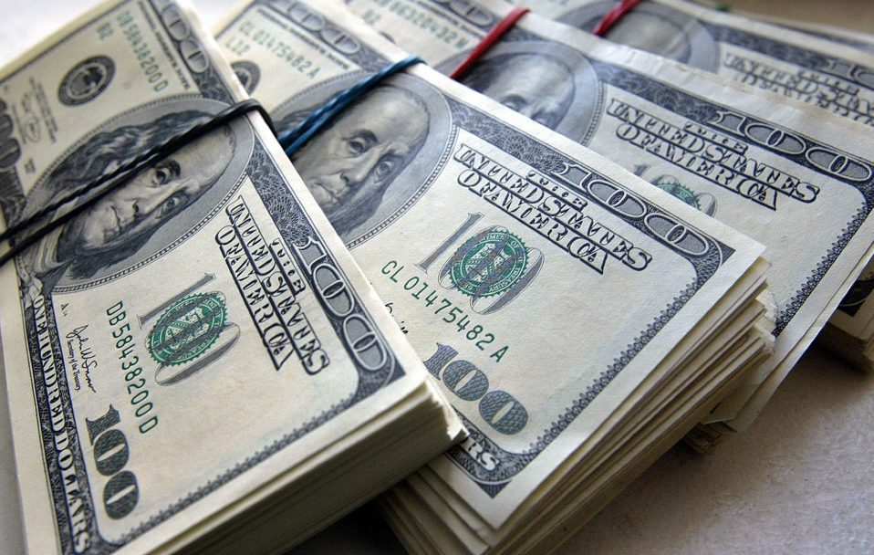 Який курс долара і євро у Луцьку 22 квітня
