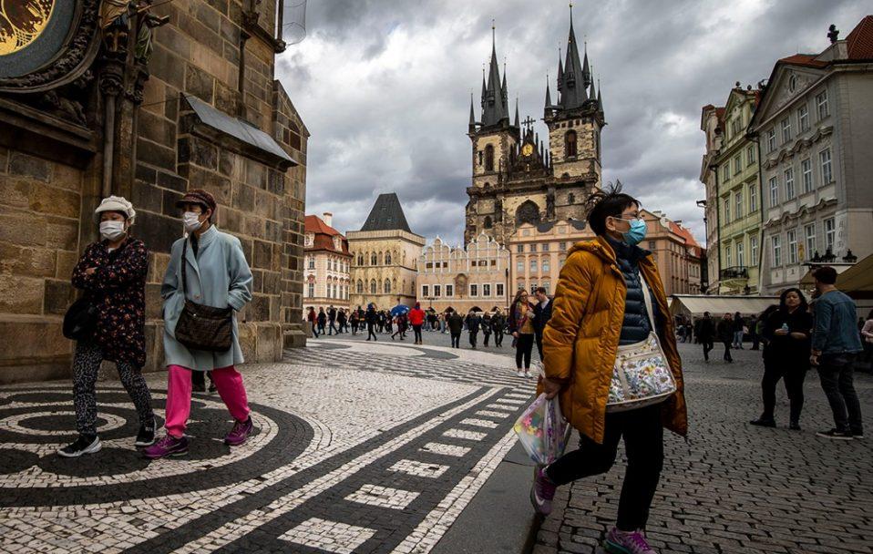 Коронавірус у світі: Чехія відкрила кордони, а Греція готується до туристичного сезону