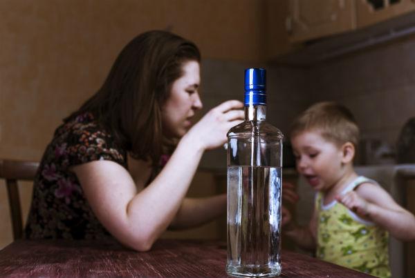 Посеред ночі п'яна матір бродила Луцьком із 5-місячним немовлям