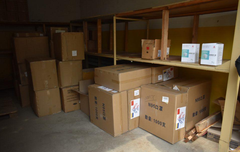 На Волині медзакладам роздали 4700 захисних костюмів та 17 000 респіраторів