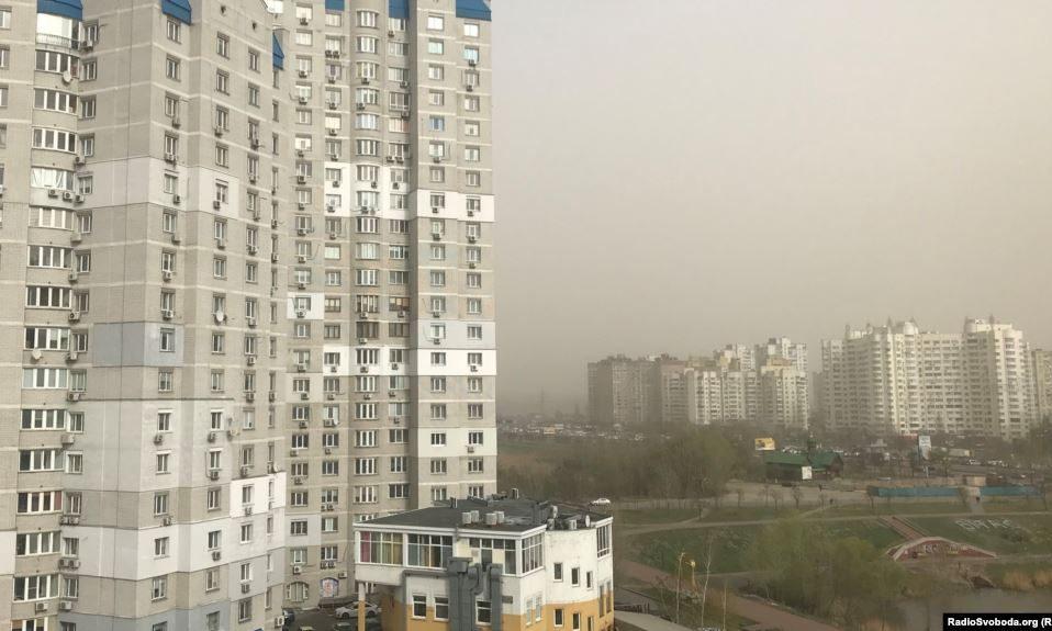 Київ накрила пилова буря. ФОТО