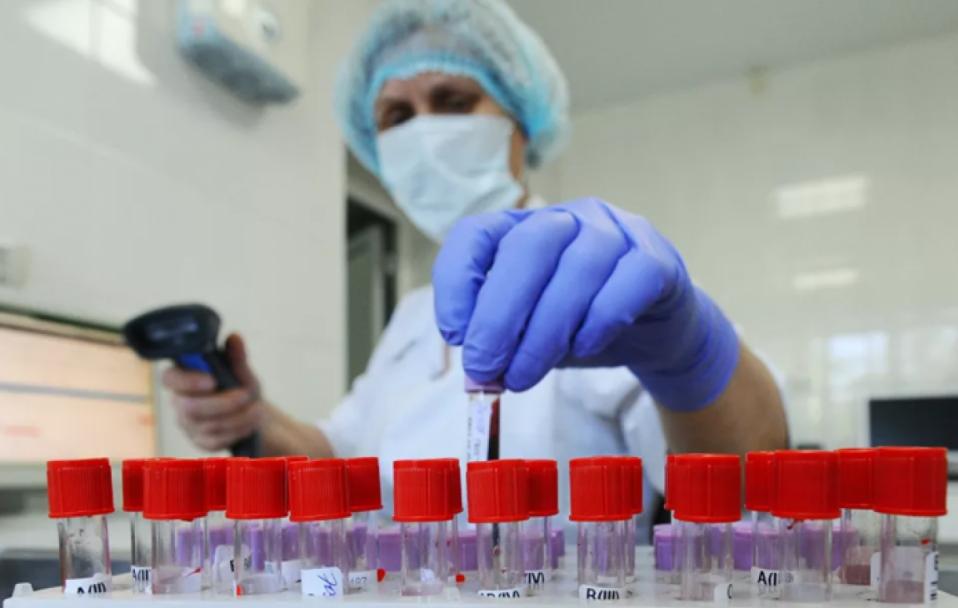 В Україні розпочалося виробництво ПЛР-тестів: першу партію розділять по регіонах