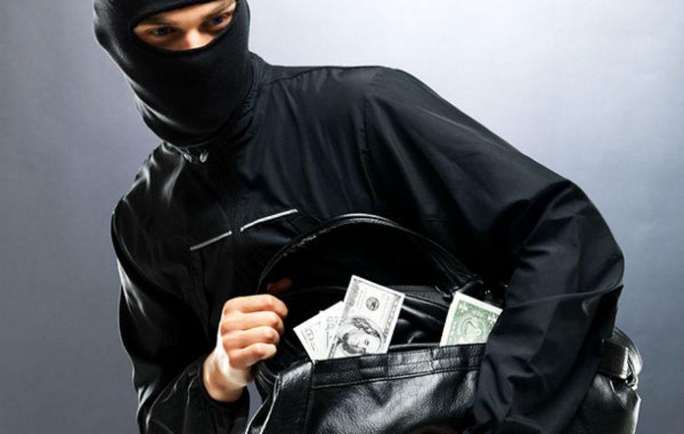 Поліція зловила лучанина, який пограбував чоловіка і втік