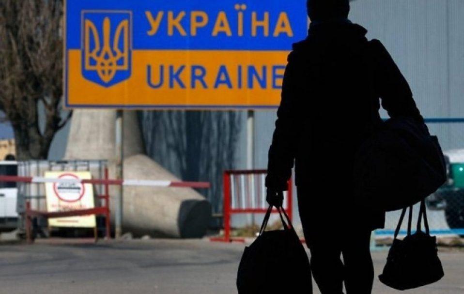 В Україну повернулися 2 мільйони заробітчан: як уряд планує залишити їх вдома