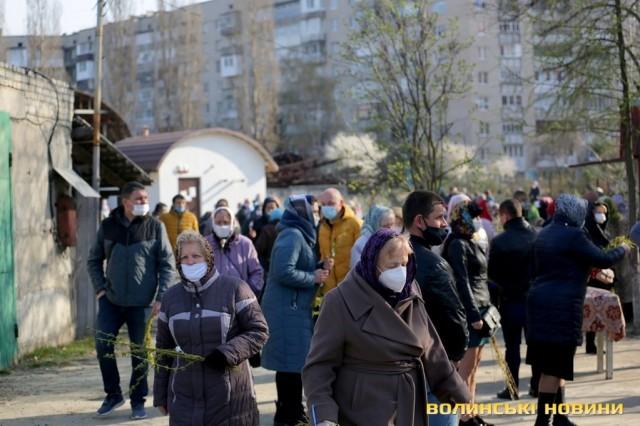За натовпи у Вербну неділю поліція оштрафувала трьох священників