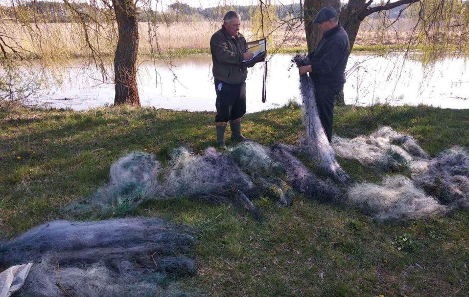 У волинському озері знайшли сітки