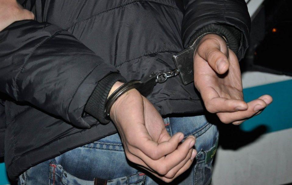 Біг і викидав гроші: у центрі Луцька поліція ловила грабіжника