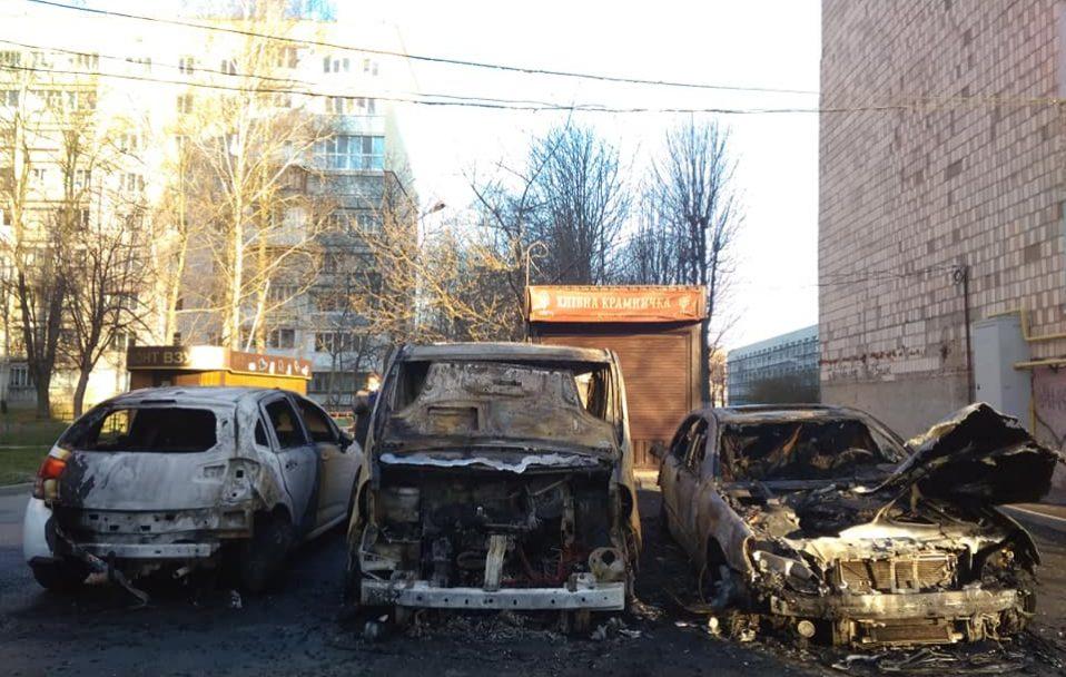 Вночі у Луцьку згоріли три авто. ФОТО