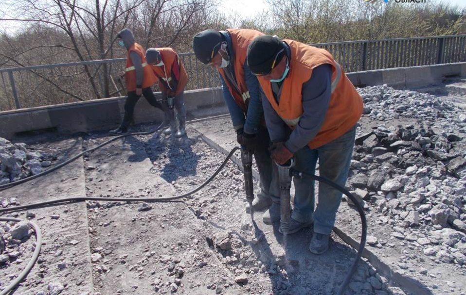 Як ремонтують міст через Стир поблизу Луцька. ФОТО