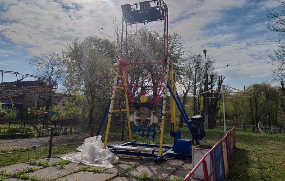 У Нововолинську вандали потрощили парк атракціонів. ФОТО