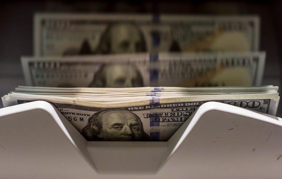 Долар впав ще на кілька копійок: який курс валют у Луцьку