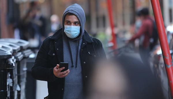 Грабіжник у медичній масці напав на магазин у Луцьку. ВІДЕО