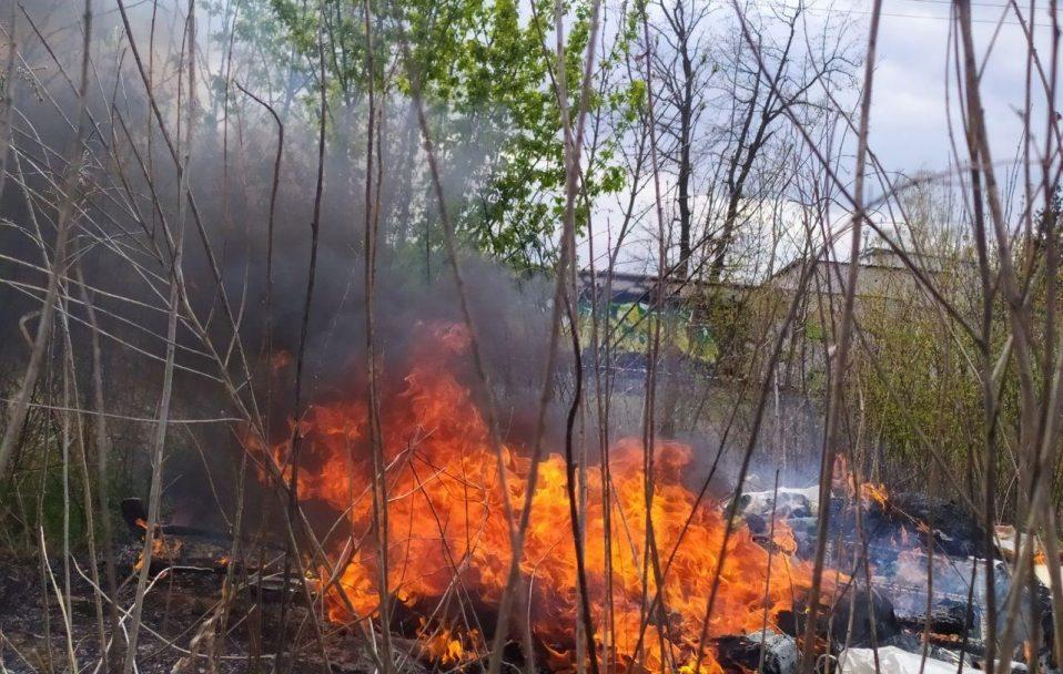 Пожежа у Луцьку: згоріли пожитки безхатьків.ФОТО