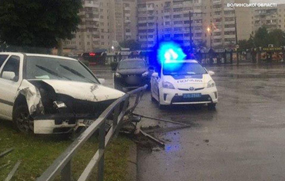 У Луцьку п'яний водій врізався в огорожу і втік. ФОТО