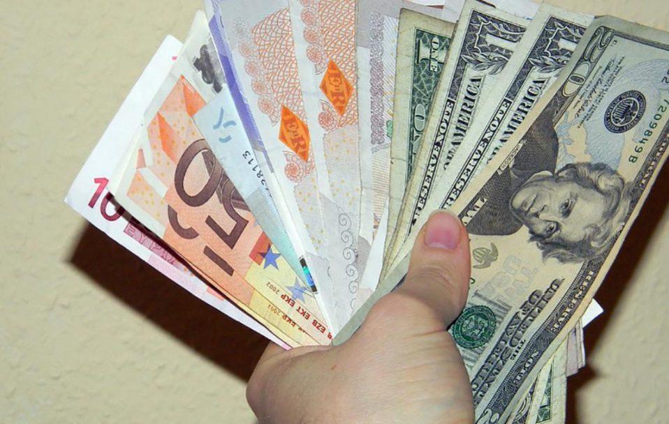 Гривня зміцнюється: який курс валют в обмінниках Луцька 27 серпня