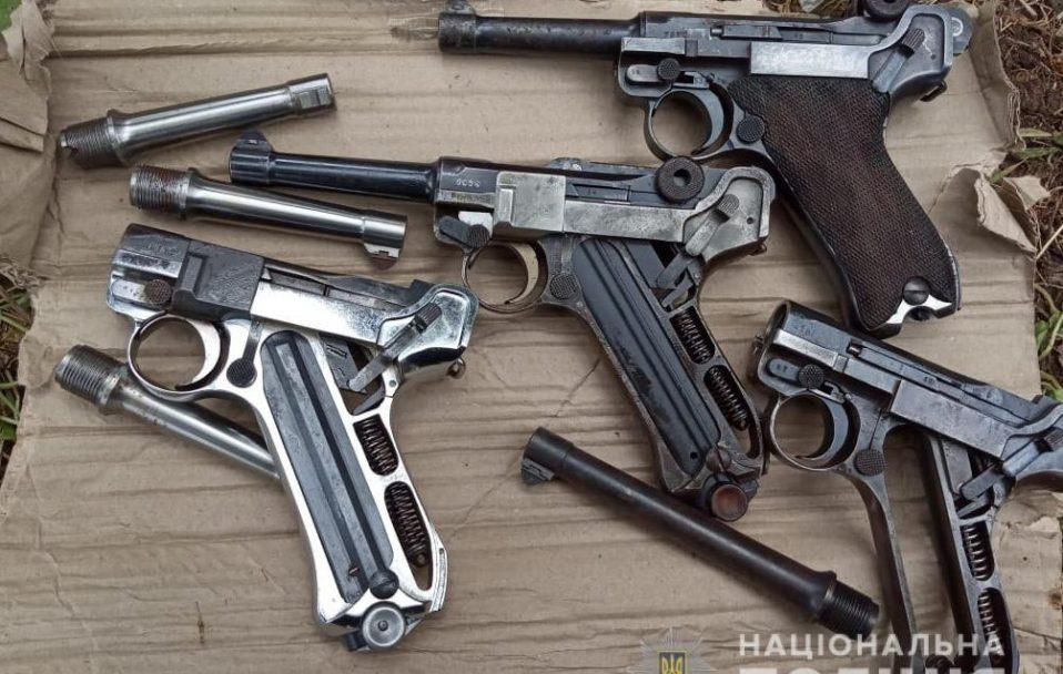 Лучанин зберігав на дачі цілий арсенал. ФОТО