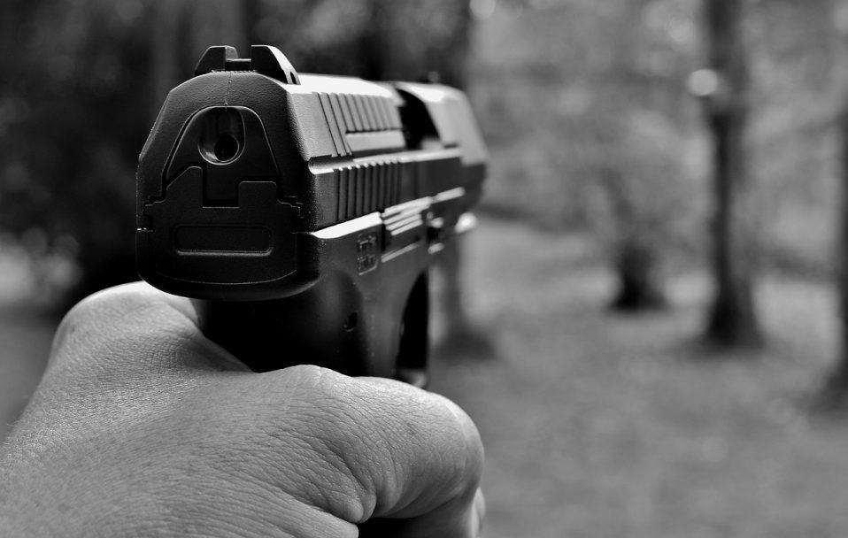 У Луцьку чоловік влаштував стрілянину: двоє людей – у лікарні