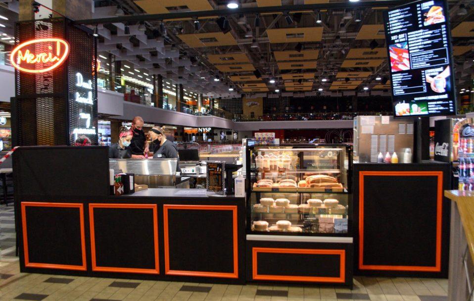 Салати, хот-доги і десерти: у ТРЦ ПортCity запрацював заклад відомої мережі. ФОТО*