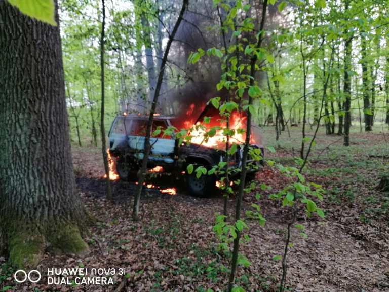 """У лісі на Волині підпалили джип на """"бляхах"""""""