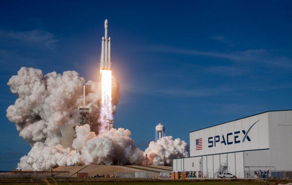 Історичний момент: SpaceX Ілона Маска відправив астронавтів у космос. ВІДЕО