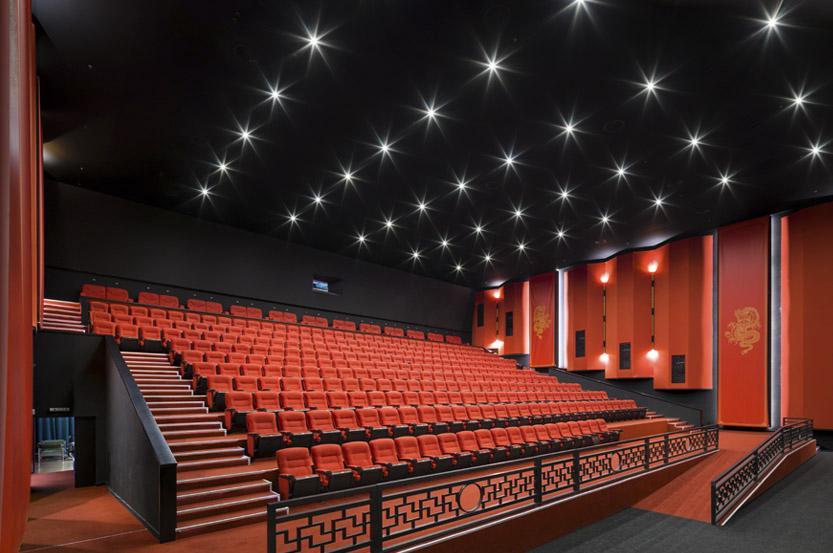 Коли в Україні відкриють кінотеатри і театри
