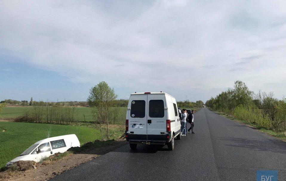 Аварія на Волині: машина злетіла у кювет. ФОТО. ВІДЕО