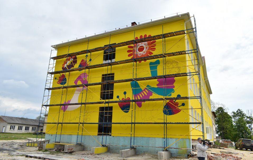 У селищі на Волині зводять нову школу за 28 мільйонів гривень. ФОТО