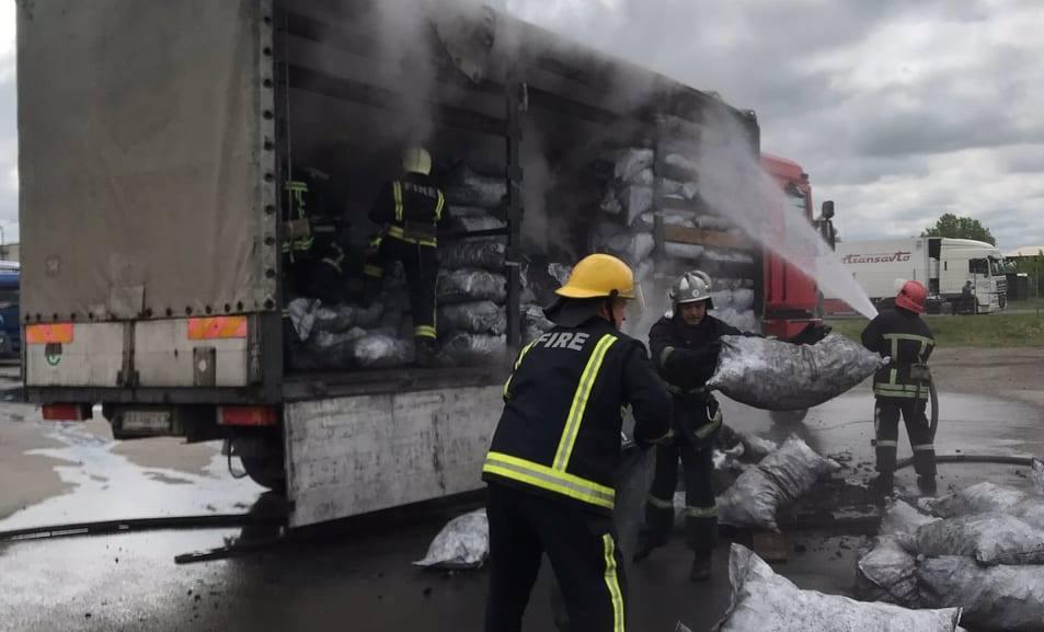 На Волині горіла вантажівка з вугіллям. ФОТО