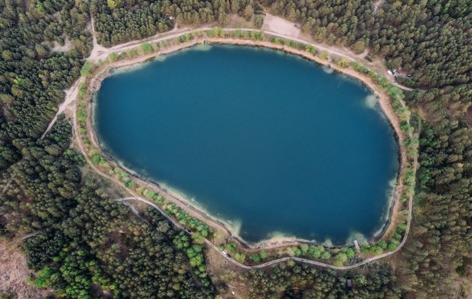 Показали вражаючі світлини одного з найглибших волинських озер з висоти пташиного польоту.ФОТО