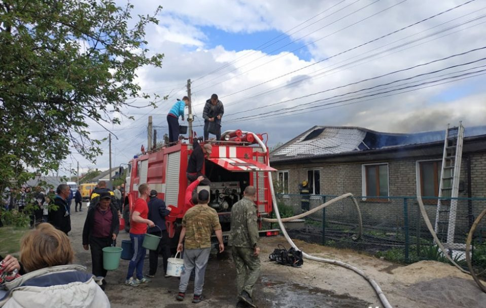 У Рожищі загорівся колишній гуртожиток. ФОТО.