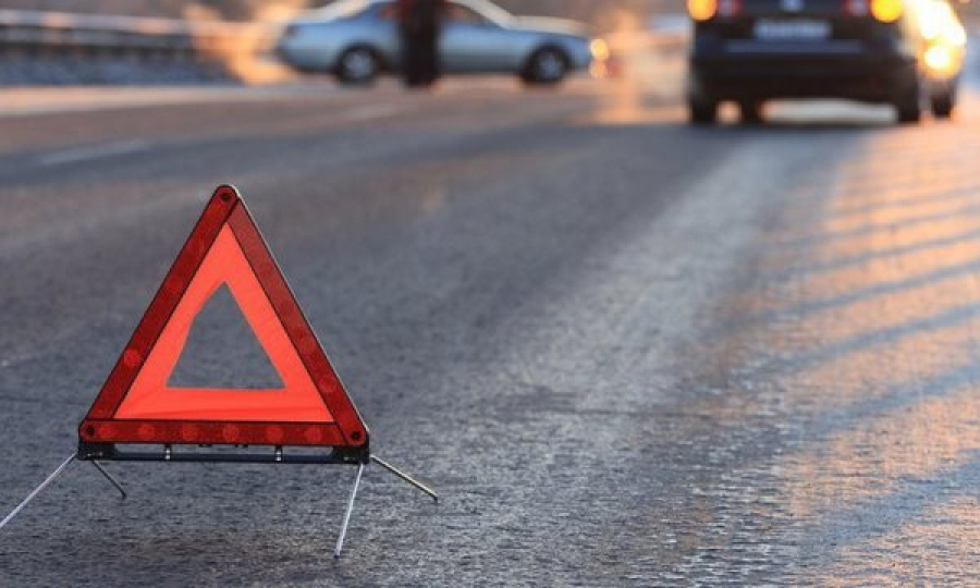 На Волині автівка злетіла в кювет і врізалася в дерево: загинув водій