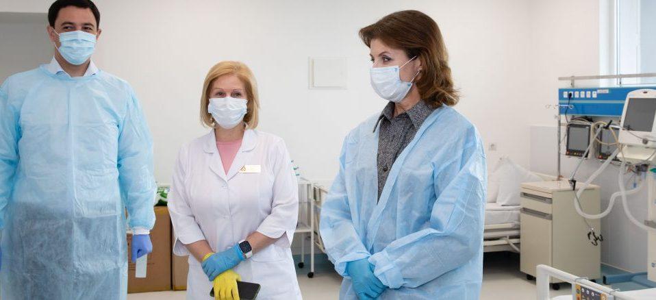 В Олександрівську лікарню Києва передали 5 апаратів ШВЛ, пульсоксиметри та захисні костюми