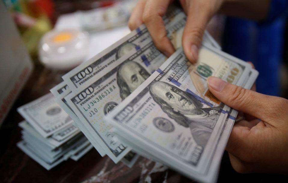 Долар йде вгору: який курс валют в обмінниках Луцька 27 жовтня