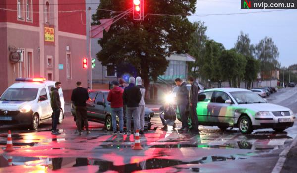 Аварія на Волині: стукнулися два авто. ВІДЕО