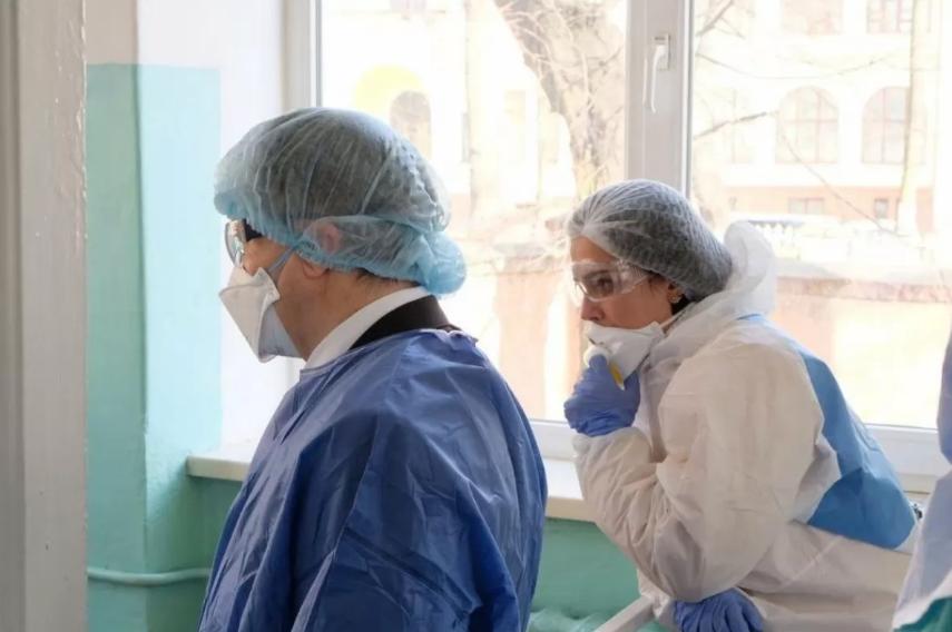 Медикам постачали непридатні захисні костюми, – МОЗ