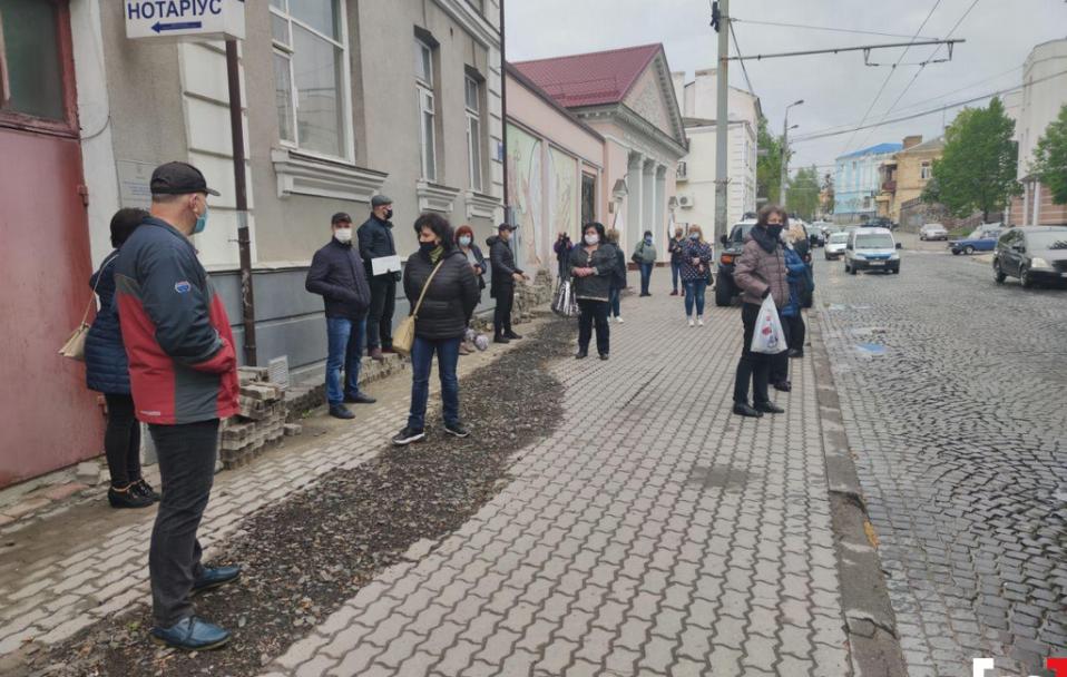 Під Луцькрадою мітинг базарувальників: вимагають відкрити усі ринки. ФОТО