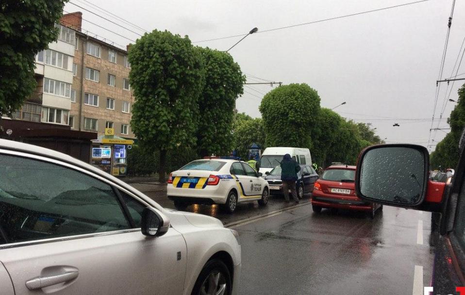 Ранкова аварія в Луцьку спровокувала затори. ФОТО