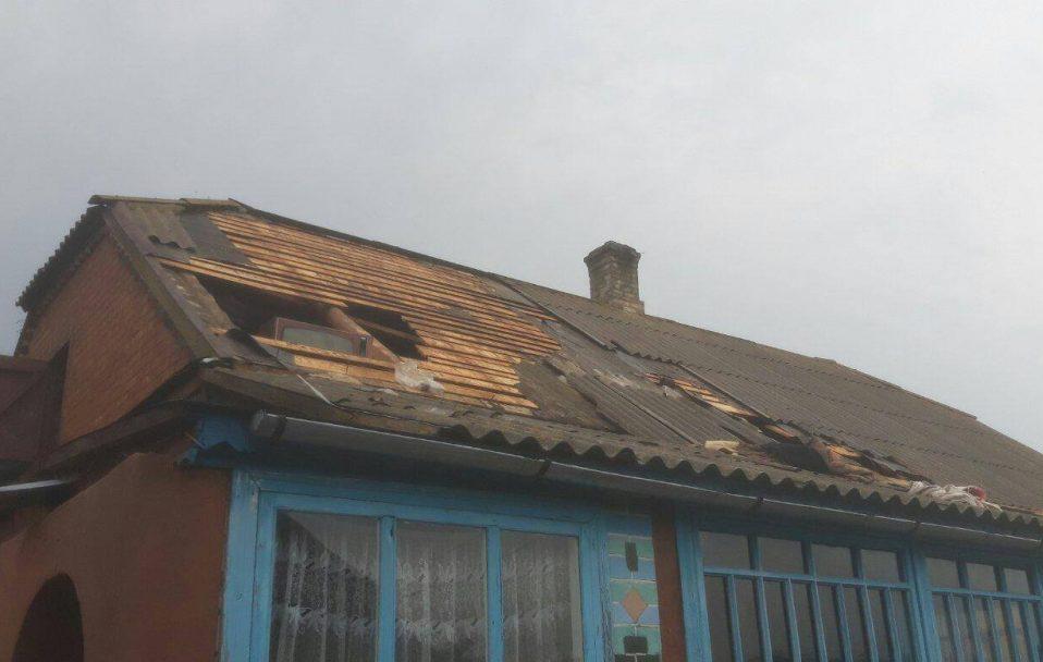 Від удару блискавки на Волині загорівся будинок. ФОТО