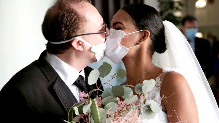 МОЗ дозволило українцям святкувати весілля