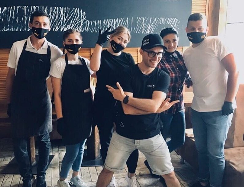 Ігор Ласточкін розвозив піцу по Луцьку