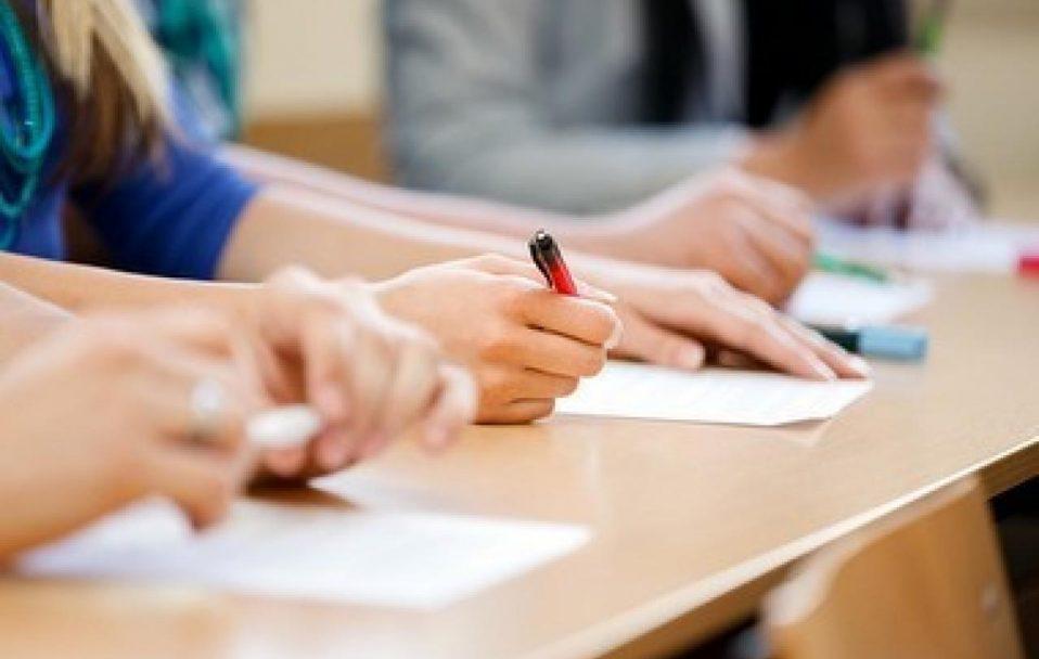 Зеленський пропонує Раді звільнити випускників шкіл від ДПА