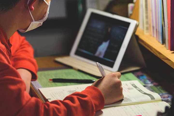 У МОН розповіли, чи переводитимуть школи на обов'язкове дистанційне навчання
