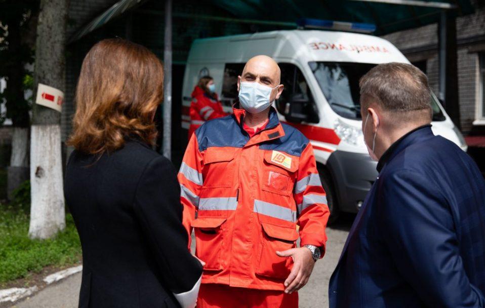 Благодійники передали передала обладнання і засоби захисту у медичні заклади на Київщині. ФОТО
