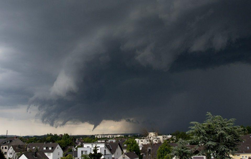 Гроза і сильний вітер: на Волині оголосили штормове попередження